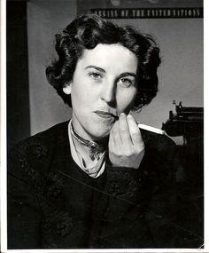 Charlotte Delbo (née le 10 août 1913 - décédée le 1er mars 1985) , elle sengagea dans la resistance et publia il ya un livre sur elle