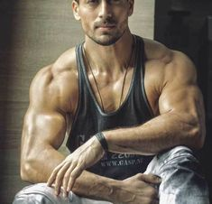 Tiger Shroff Workout Routine And Diet Plan | Fitness Training For Baaghi 3 - Health Yogi