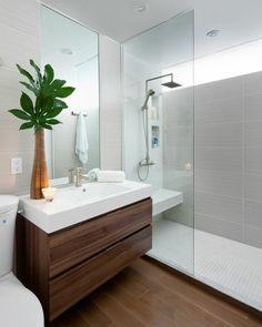 Eine Schöne Dekoration Vom Kleinen Badezimmer, Schöne Badezimmer Mit  Ausgelassener Duschkabinen
