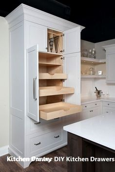 Trendy kitchen pantry drawers pull out ideas Trendy kitchen pantry pull out drawers ideas - Own Kitchen Pantry Kitchen Pantry Design, Kitchen Pantry Cabinets, Kitchen Cabinet Storage, Kitchen Corner, Pantry Storage, Kitchen Tops, Kitchen Organization, Organization Ideas, Kitchen Drawers