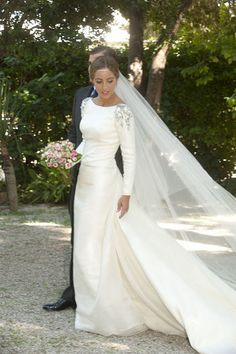 Ivory Mermaid Wedding Dresses Long Sleeve Silver Beading Bridal Gowns from Babybridal Ivory Mermaid Wedding Dresses Long Sleeve Silver Beading Bridal Gowns · Babybridal · Online Store Powered by Storenvy Fabienne Alagama 2018 Wedding Dr. Long Sleeve Wedding, Wedding Dress Sleeves, Modest Wedding Dresses, Designer Wedding Dresses, Bridal Dresses, Wedding Gowns, Malay Wedding Dress, 20s Wedding, Bling Wedding