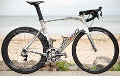 Marcel Kittel's Specialized S-Works Venge ViAS http://www.bicycling.com/bikes-gear/tour-de-france/the-coolest-custom-bikes-of-the-2016-tour-de-france/slide/19