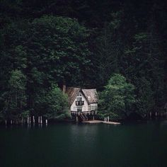 The Deep Sigh ®: fotografia Cities, Haus Am See, Forest Cabin, Cabins And Cottages, Home Photo, Walking In Nature, Adventure Is Out There, Bushcraft, Beautiful Places