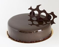 Cake Decorating – How To Make Your Icing Smooth And Even Cake Decorating Classes, Creative Cake Decorating, Creative Cakes, Hungarian Cake, Cookie Recipes, Dessert Recipes, Mirror Glaze Cake, Torte Cake, Romanian Food
