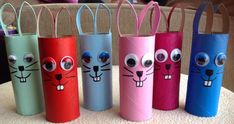 niedliche Osterhasen mit Wackelaugen aus Klopapierrollen cute easter bunnies with wobbly eyes made of toilet paper rolls Easter Crafts, Diy And Crafts, Craft Projects, Crafts For Kids, Spring Decoration, Diy Decoration, Crayon Holder, Toilet Paper Roll Crafts, Coloring Easter Eggs