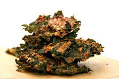 Asian Kale Chips are the potato chip junkie evolution. Crunchy and tangy, it's the perfect snackalicious bite! I've made Asian Kale Chips using several different baking t. Raw Food Recipes, Veggie Recipes, Great Recipes, Snack Recipes, Favorite Recipes, Healthy Recipes, Healthy Foods, I Love Food, Good Food