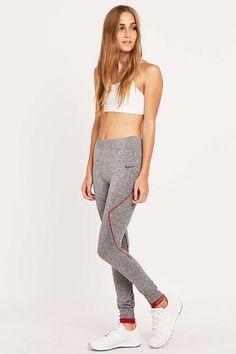 Nike – Nahtlose Leggings in Grau