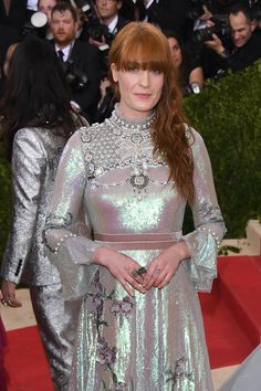 Pin for Later: Zoom Sur les Looks Beauté du Met Gala Florence Welch