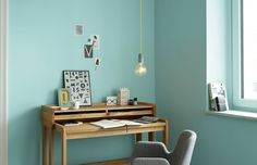 Eintauchen, abtauchen und das erfrischende Blau des Wassers an der Wand genießen  Mit dem mint-blau holst Du Dir frische in Deine Räume  Knallige Wandfarben mit stylischer Einrichtung kombiniert. Die Farbakzente wirken erfrischend jung und belebend: Genau das Richtige für das Arbeitszimmer oder den Hobbyraum!
