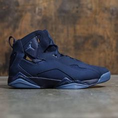 Men's Jordan True Flight Shoe mixes a silhouette inspired by Air Jordan VII with basketball-specific cushioning. Nike Air Shoes, Air Jordan Shoes, Jordans For Men, Air Jordans, Zapatillas Nike Jordan, Baskets, Ankle Sneakers, Hype Shoes, Men's Shoes