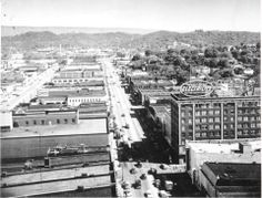 Looking Northwest from the Hamilton National Bank Building in Chattanooga, Tennessee Us History, Local History, Lookout Mountain Tennessee, Banks Building, Chattanooga Tennessee, North West, Hamilton, Paris Skyline, America
