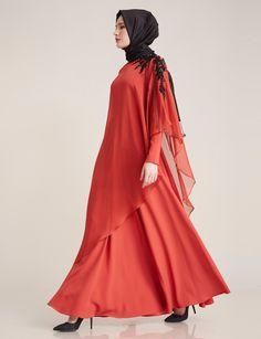 Abartıdan uzak, zarif...  Order yours > http://www.kayra.com.tr/p/11038/omzu-islemeli-sifon-elbise-siyah-b7-23016