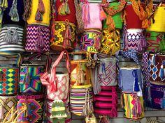 Mochilas colombiana hechas por indios del norte del país. Colombian bags made by natives