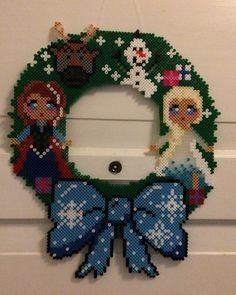 Made by Bostrup. Julekrans med Frost figurerne Anna, Elsa, Oluf og Svend