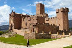 Monja visitando el Castillo de Javier Ruta de los Castillos y Fortalezas de Navarra España 640x426