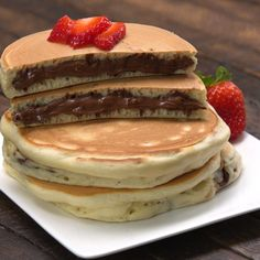Nutella®-Stuffed Pancakes - Yanin A. Phenix - Nutella®-Stuffed Pancakes Nutella® makes everything better— including breakfast! Watch and learn the best trick for getting the sweet stuff inside pancakes and in every delicious bite. Think Food, I Love Food, Nutella Pancakes, Desserts Nutella, Fluffy Pancakes, Breakfast Pancakes, Nutella Pizza, Nutella Chocolate, Snacks