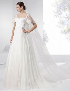 Vestidos de novia con falda de seda natural y satén y galón con pedrería.