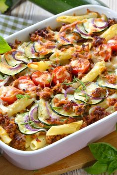 Penne al forno: Delicious casserole with hack & zucchini - Germany Rezepte Evening Meals, Brownie Cookies, Eating Plans, Vegetable Pizza, Meal Planning, Vegetarian Recipes, Easy Meals, Food And Drink, Chips