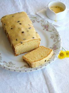 Fresh orange pound cake with passion fruit icing / Bolo de laranja com cobertura de maracujá by Patricia Scarpin, via Flickr