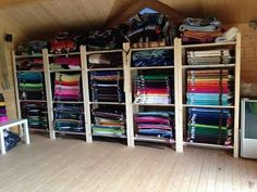 Wow that's a lot of saddle pads! Horse Stalls, Horse Barns, Horse Horse, Tack Room Organization, Tack Locker, Horse Tack Rooms, Horse Barn Plans, Horse Supplies, Saddle Pads