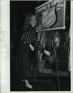 1988 Press Photo Liv Ullman puts first donation Salvation Army Christmas Campaig