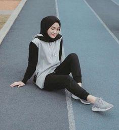 hijab sport Sport fashion for hijab Modern Hijab Fashion, Street Hijab Fashion, Hijab Fashion Inspiration, Muslim Fashion, Trendy Fashion, Style Fashion, Fashion Women, Style Inspiration, Trendy Style