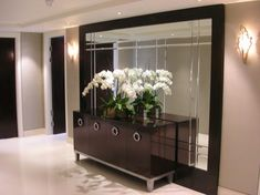 18 Modern Mirror Ideas >> For More Modern Mirror Decor Ideas Living Room Mirrors, Living Room Decor, Living Rooms, Flur Design, Interior Decorating, Interior Design, Luxury Living, Home And Living, Small Living