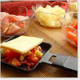 Raclette for All Tastes- Metro Recipes Fondue Raclette, Raclette Party, Grill Party, Raclette Ideas, Mini Omelettes, Crepes, Shrimp And Vegetables, Brunch, Gourmet