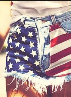 of July outfit.cut off an old pair of jeans and sew on stars and stripes fabric to the front. I love everything Merica Trend Fashion, Covet Fashion, Fasion, Ladies Fashion, Fashion Fashion, 4th Of July Outfits, Summer Outfits, Cute Outfits, Summer Clothes
