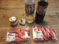 簡単なのに豪華かつ、めちゃめちゃ美味しいスペアリブのレシピをご紹介します!材料も洗い物も少なくて本当に楽チン!<br />ホームパーティーやお祝い事にもぴったり! Yummy Snacks, Yummy Food, Tasty, Japenese Food, Party Dishes, Japanese Dishes, Looks Yummy, Easy Cooking, Pork Recipes