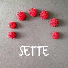 Today's number is SETTE, seven. And what's the name of the fruits in the picture?