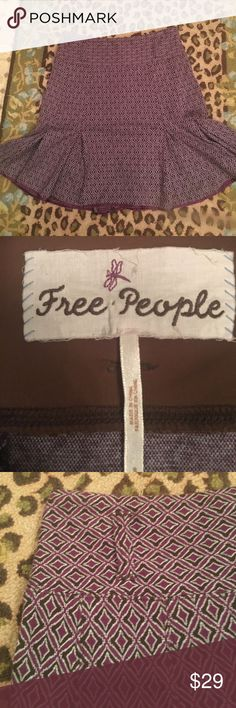 Free People skirt size Small Free People skirt. EUC. Cotton spandex. Colors are black or dark brown, maroon, and white. Skater style. Free People Skirts Circle & Skater