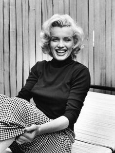 Marilyn Monroe at Home    by Alfred Eisenstaedt