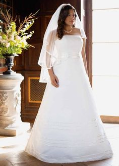 David's Bridal Organza A Line Wedding Gown with Ribbon Detail $299.99