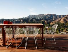 Bertoia side chairs in an outdoor space via Outdoor Dining, Outdoor Spaces, Outdoor Chairs, Outdoor Furniture Sets, Outdoor Decor, Bertoia, Cool Office Space, Office Spaces, Garden Nook