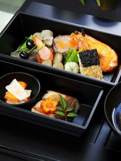 Japanese festive food for a New Year, Osechi おせち料理 Bento Japanese New Year, Japanese Lunch, Japanese Dishes, Japanese Food, Sushi Recipes, Asian Recipes, Cooking Recipes, Healthy Recipes, Ethnic Recipes
