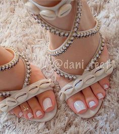 Simple Toe Nails Color for Holiday Party – Daily Fashion Toe Nail Color, Toe Nail Art, Nail Colors, French Pedicure, Manicure Y Pedicure, Pedicures, Pedicure Ideas, Pink Pedicure, Cute Toes