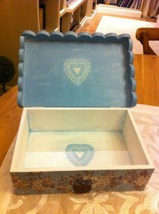 Cajas decoradas con decoupage Arte Country, Pintura Country, Decoupage, Vintage Wood, Hope Chest, Projects To Try, Cards, Home Decor, Decorated Boxes