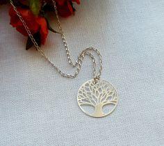 Hoi! Ik heb een geweldige listing gevonden op Etsy http://www.etsy.com/nl/listing/159162606/tree-of-life-necklace-sterling-silver