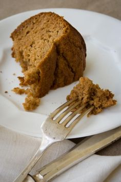 Gluten Free Applesauce Snack Cake Made this using 3 Tbs honey and 5 Tbs xylitol, 3 Tbs coconut oil and lemon zest Gluten Free Sweets, Gluten Free Cakes, Gluten Free Cooking, Gluten Free Recipes, Cooking Recipes, Sin Gluten, Healthy Sweets, Healthy Snacks, Snacks List