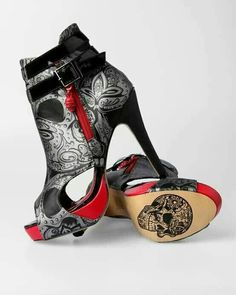 Extreme shoes with skulls print