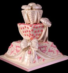 love this Valentine Wedding Cake! it's so fun!