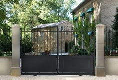 Portail Mathura Sliding Doors, Garage Doors, Fence Gate, Fences, Metal Bending, Metal Gates, Shed, Outdoor Decor, Plants
