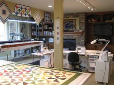 This is a fabulous quilting room! What more could you want??!!