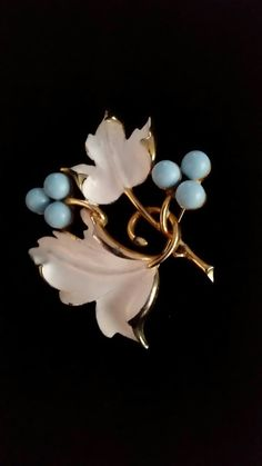 5aa6fe5b4c1 Sarah Coventry vintage brooch gold with blue berries & white enameled leaves