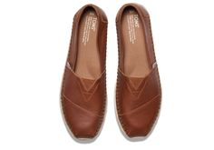 Leather adds an element of sophistication to these Classics. Featuring a rope sole and more cushioning in the footbed, this slip-on will be your feel-good favorite.
