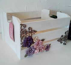 Decoupage Furniture, Decoupage Art, Decoupage Vintage, Diy Crafts For Girls, Diy Arts And Crafts, Diy Crafts To Sell, Diy Wooden Crate, Wooden Boxes, Barn Wood Crafts