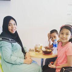 From: http://cemilan.larisin.com/post/144691572840/makan-siang-seruuu-bersama-keluarga-di-jajanan