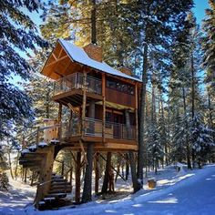 Luxury Montana Treehouse Retreat At The Gateway To Glacier National Park. Montana Tree house Retreat: FEATURED On The Tree house Guys on DIY Network! Nestled...