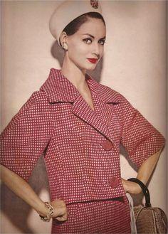 Vogue January 1960 Repinned by www.lecastingparisien.com